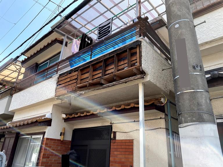 和泉市のベランダの外壁の被害状況