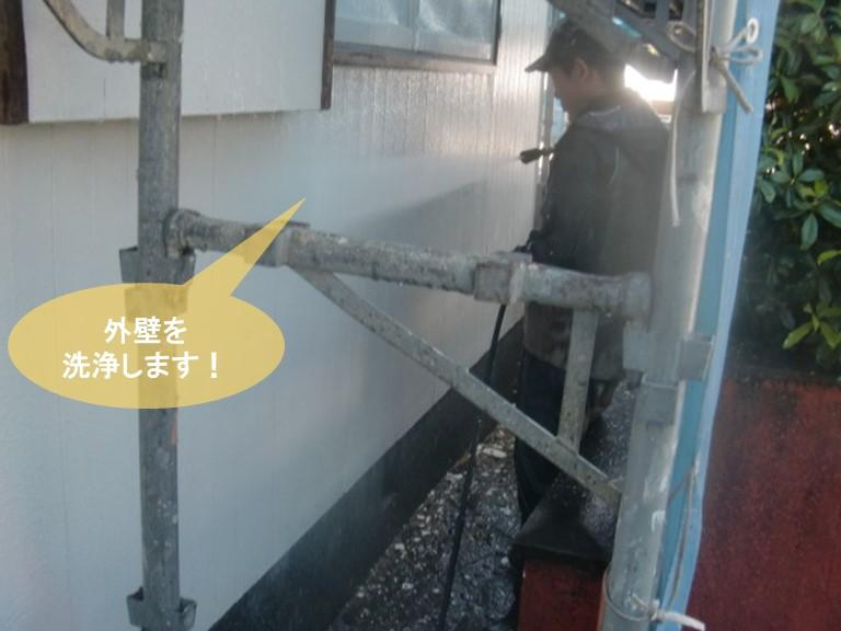 岸和田市の外壁を洗浄します
