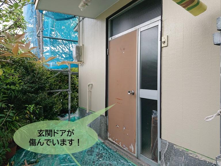 岸和田市の玄関ドアが傷んでいます