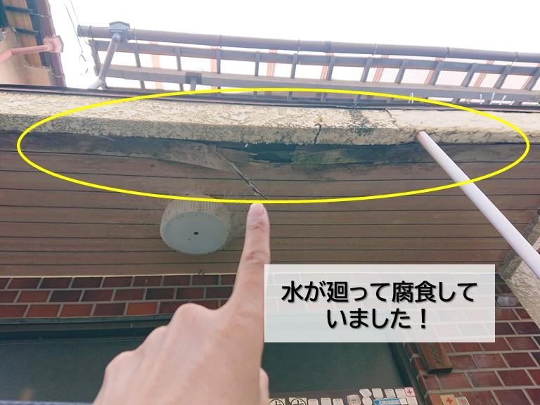 岸和田市の玄関庇が腐食していました