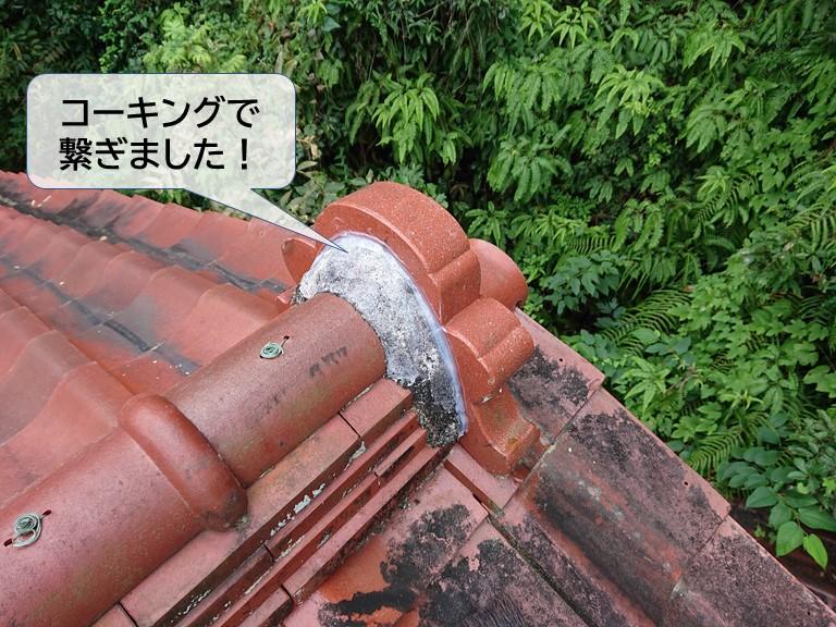 岸和田市の鬼瓦の取り合いの漆喰をコーキングで繋ぎました