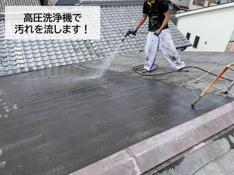 泉大津市のスレート屋根を高圧洗浄機で洗います