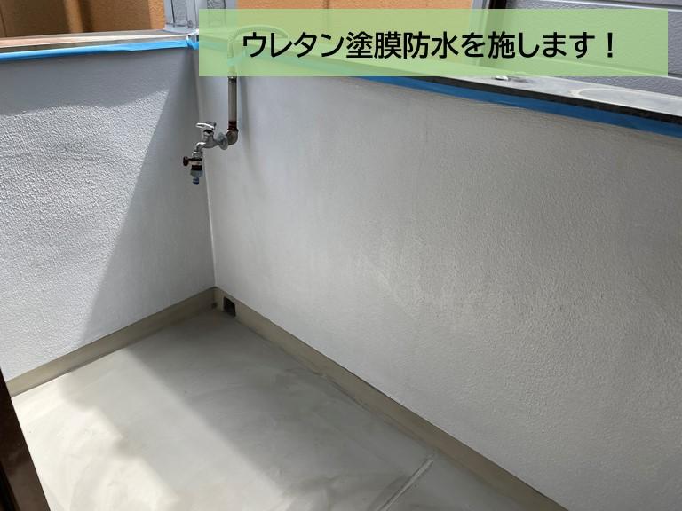 泉大津市のベランダにウレタン塗膜防水を施します