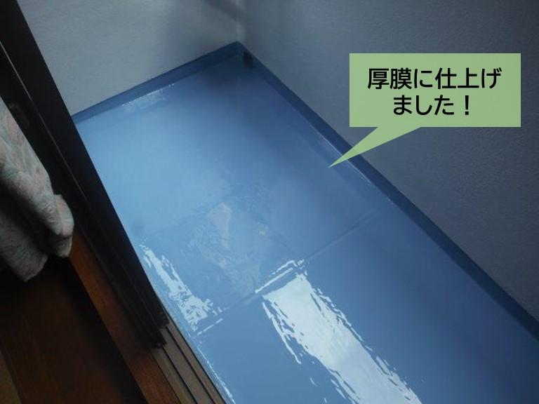 泉大津市のベランダ防水で厚膜の防水層を形成しました!