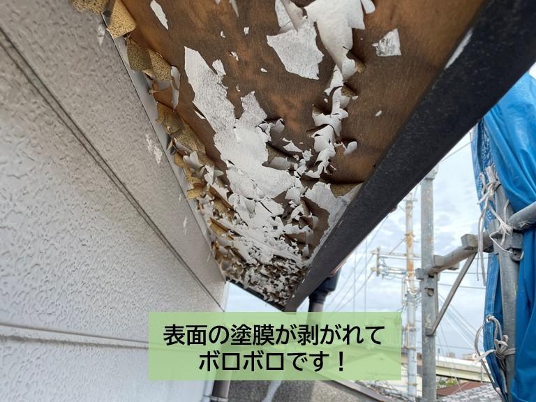 泉大津市の軒天の表面の塗膜が剥がれてボロボロです