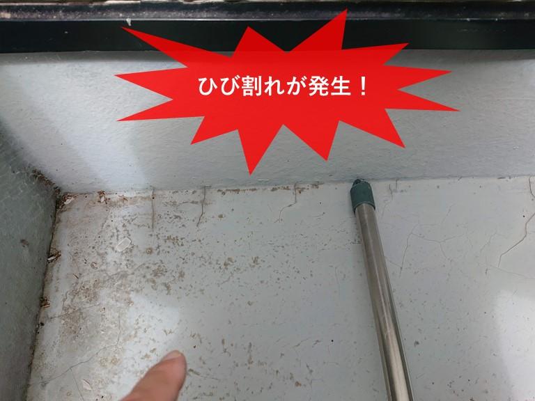 貝塚市のベランダの床面にひび割れが発生