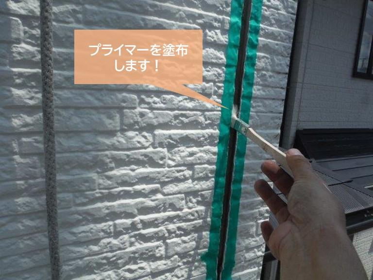 貝塚市の外壁の目地にプライマーを塗布