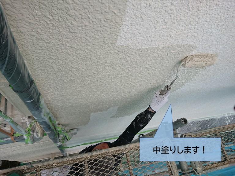 貝塚市の外壁を中塗りします