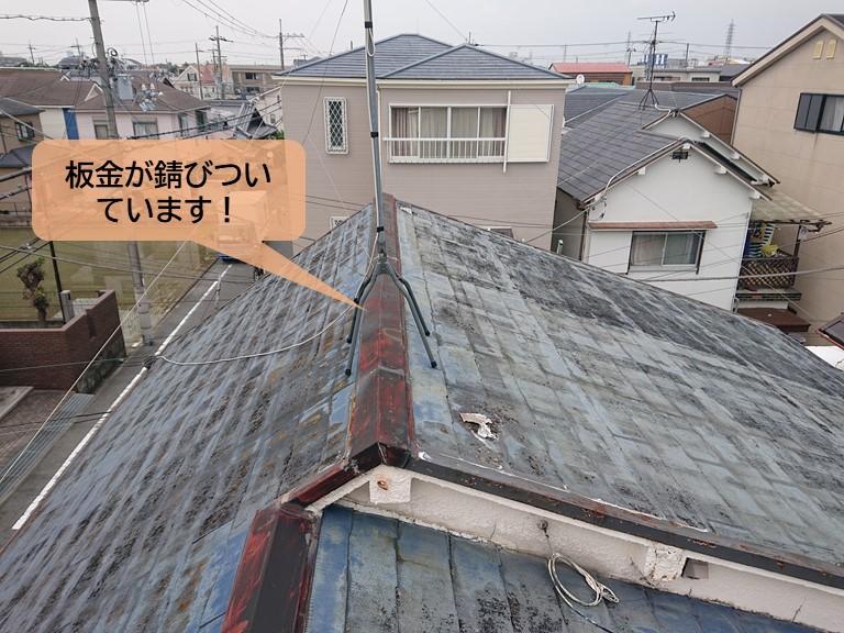 貝塚市の屋根の板金が錆びついています