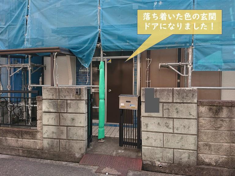 貝塚市の玄関ドアを塗装して落ち着いた雰囲気になりました