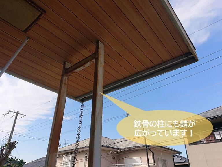 貝塚市の玄関庇の鉄骨の柱にも錆が広がっています