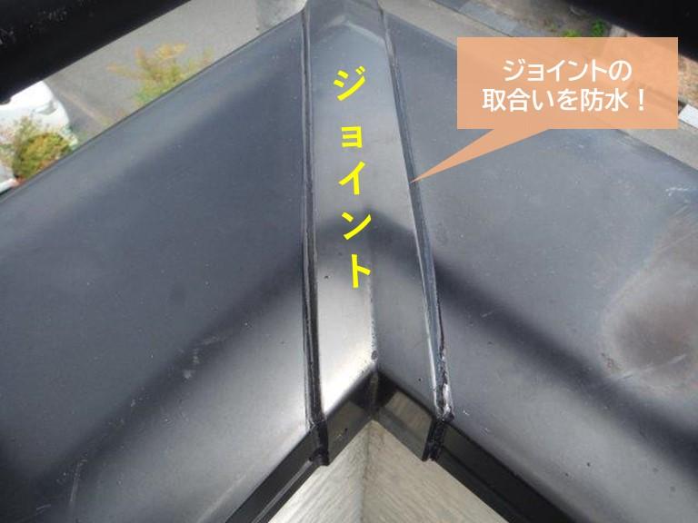 貝塚市の笠木のジョイントの取り合いを防水