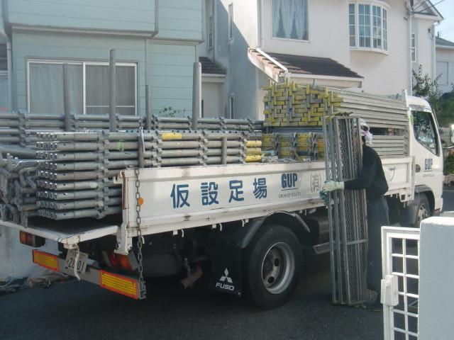 岸和田市極楽寺町足場の運び込み