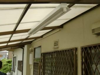 岸和田市西之内町の古くなったテラスの波板