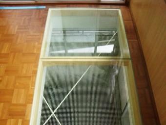 岸和田市小松里町の二階の床に強化ガラス設置
