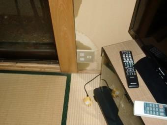 岸和田市畑町の雨漏りでコンセントの差し込みまで濡れた様子