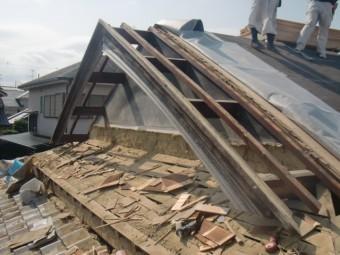 岸和田市土生町の既存の軒天井板撤去完了