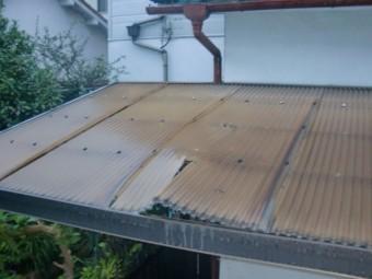 岸和田市春木の台風で割れた波板