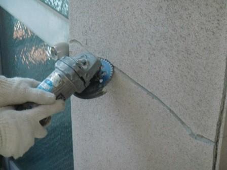 岸和田市春木本町の外壁塗装前のひび修理