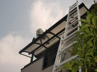 岸和田市八田町の二階のテラスの屋根ポリカ板撤去