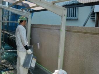 岸和田市天神山町の塀を下塗り塗装