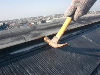 岸和田市岡山町の屋根の棟板金の釘打ち