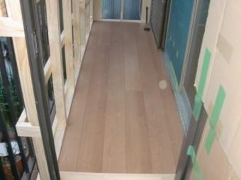 岸和田市土生町の物干し場の床張り完了