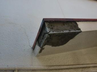 泉佐野市鶴原の庇にモルタルを塗ります!