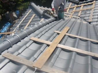 岸和田市土生町の上屋根下り棟の瓦葺き