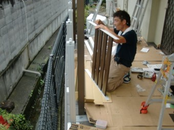 岸和田市西之内町でウッドデッキの手すり設置
