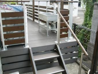 岸和田市西之内町のウッドデッキの階段設置