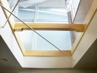 岸和田市小松里町の部屋内から見た採光窓