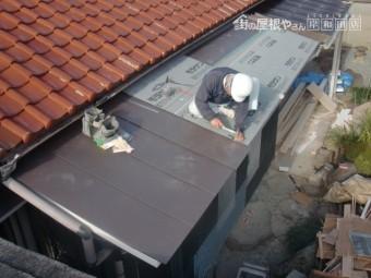 岸和田市西之内町でガルバリウム鋼板立平葺き