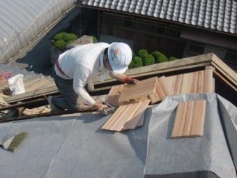 岸和田市土生町の杉の無垢材を張っています!