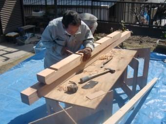 岸和田市東ヶ丘町の劣化した庇の補強/木材加工