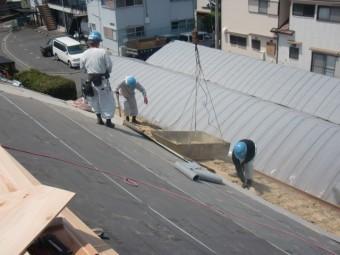 岸和田市土生町の下屋根の既存瓦など撤去