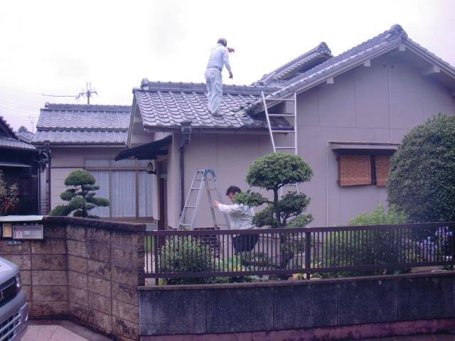 岸和田市の家、屋根全景、他にも雨漏り箇所あるんじゃないかな