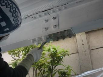岸和田市春木の鉄骨のボルトに錆止め塗料塗布
