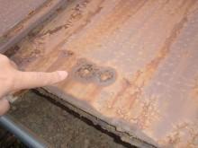 岸和岸和田市 既存カラー鋼板穴あき状況