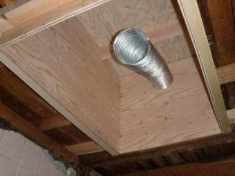 岸和田市内畑町のお風呂場の屋根かさ上げで合板で蓋をしました