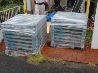 岸和田市春木本町の屋根材搬入状況