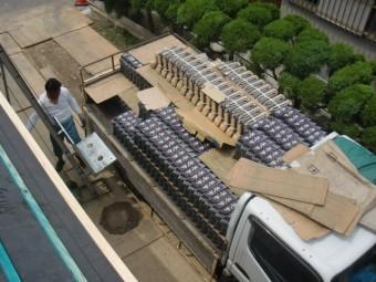 岸和田市土生町の屋根の瓦搬入