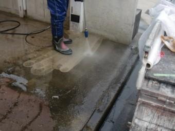 岸和田市岡山町の駐車スペースの土間洗浄