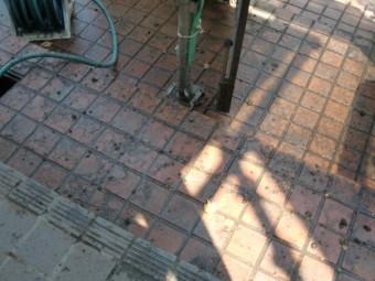 岸和田市天神山町の玄関タイルも洗浄