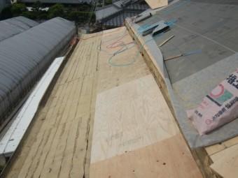 岸和田市土生町の下屋根の下地張り