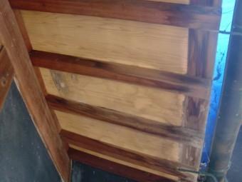 岸和田市土生町の下屋根の既存の軒天井板