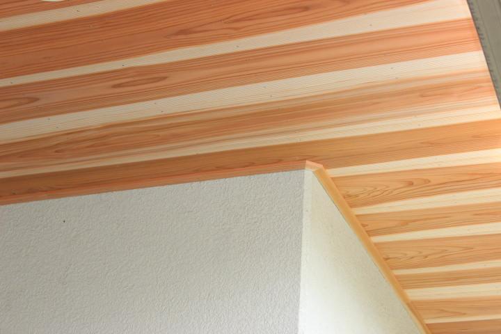 岸和田市 軒天井と壁の見切り材取付