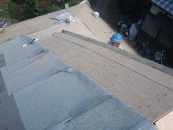 岸和田市土生町の軒天井に屋根の下地設置