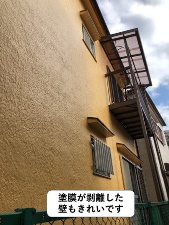 泉南市の外壁の塗膜が剥離した壁もきれいです