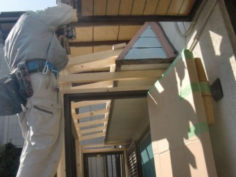 岸和田市土生町の物干し場の屋根下地設置